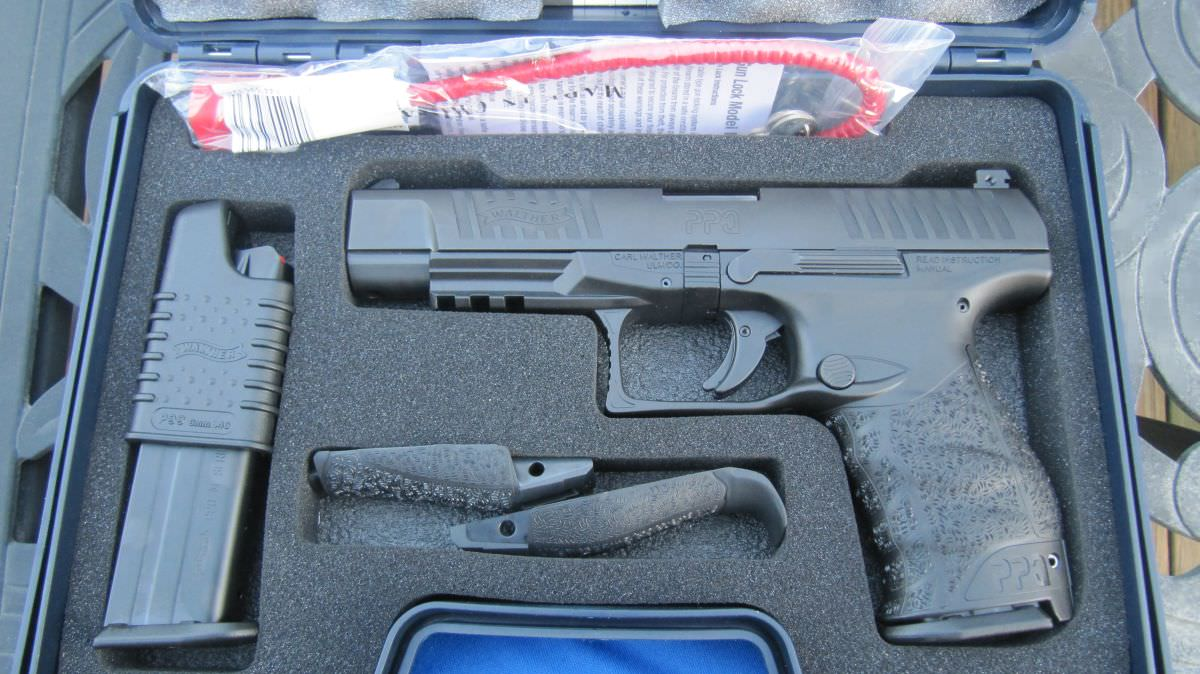 Walther PPQ M2 9mm in lockable hard case with 2 magazines, loader, interchangeable backstraps, lock, etc.