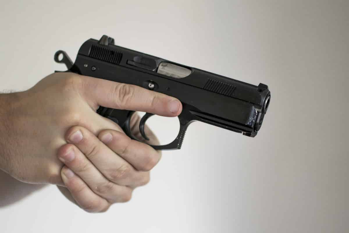Texas: Civilian With CCW Stops Armed Robber