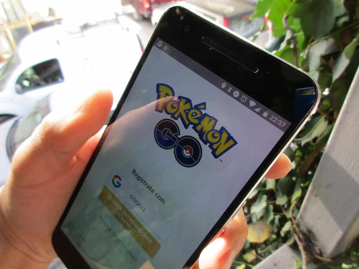 Concealed Carrier Playing Pokémon Go Shoots Back