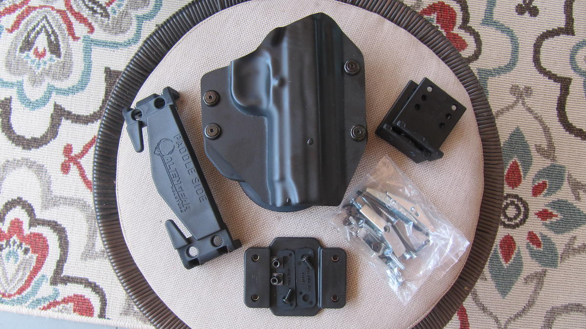 Alien Gear Cloak Mod OWB Holster with Cloak Dock Mounting Kit