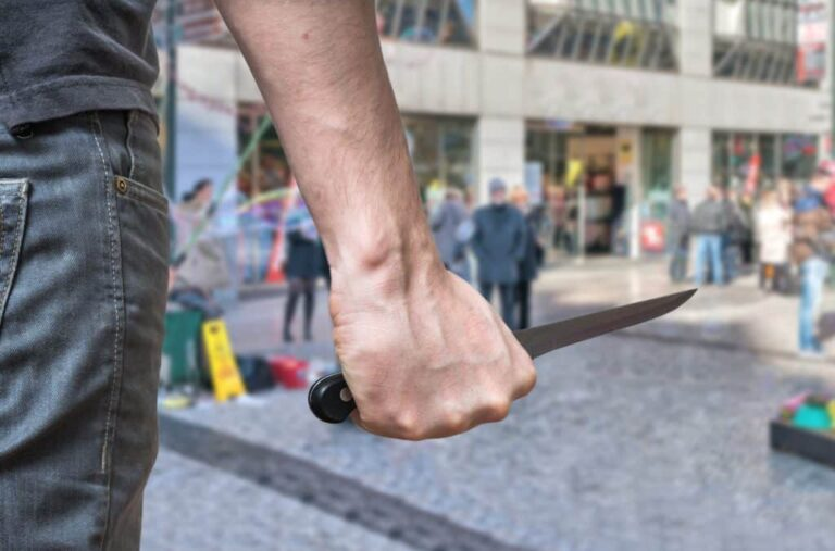 Dealing with Mass Knife Attacks: A CCW Perspective