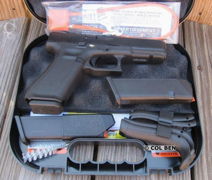 G17 Gen 5 in Hard Case with 3 Mags, Lock, Loader, Extra Backstraps & Beavertails, Brush, Rod, Instruction Manual