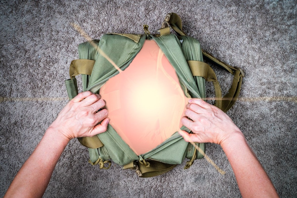 What's In Your Emergency Bag? 16 Things That Need To Be There…