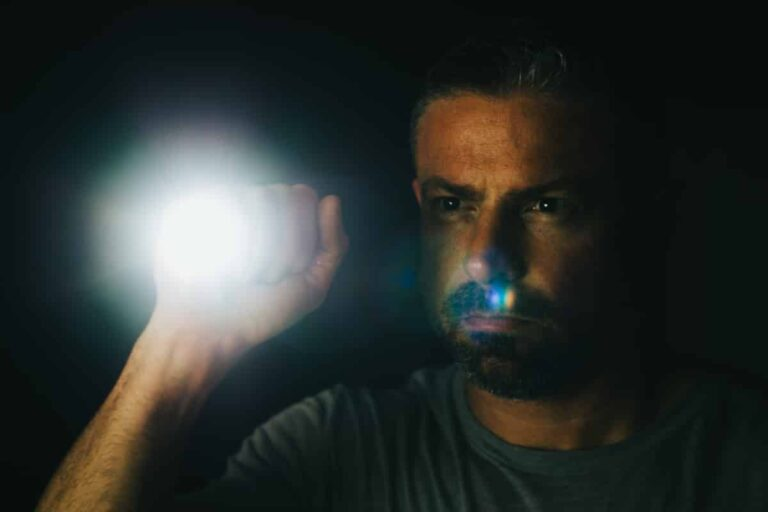6 Reasons You Should Be Carrying a Flashlight