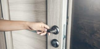 Naked Texas Man Enters Woman's Apartment, Get's Shot in 'Lower Extremities'