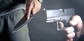 Robber Pulls Knife, Victim Pulls Gun, Robbers Run Off